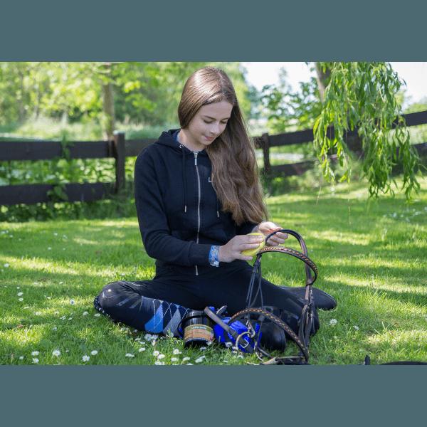 Lederseife Plus Schwamm von equi-deluxe ideale Pflege für Sattel, Trense, Autositze, Taschen, und weitere Glattleder - 500ml
